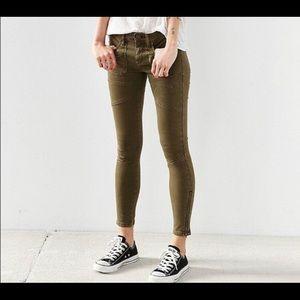 Euc BDG army skinny zip medium rise jean